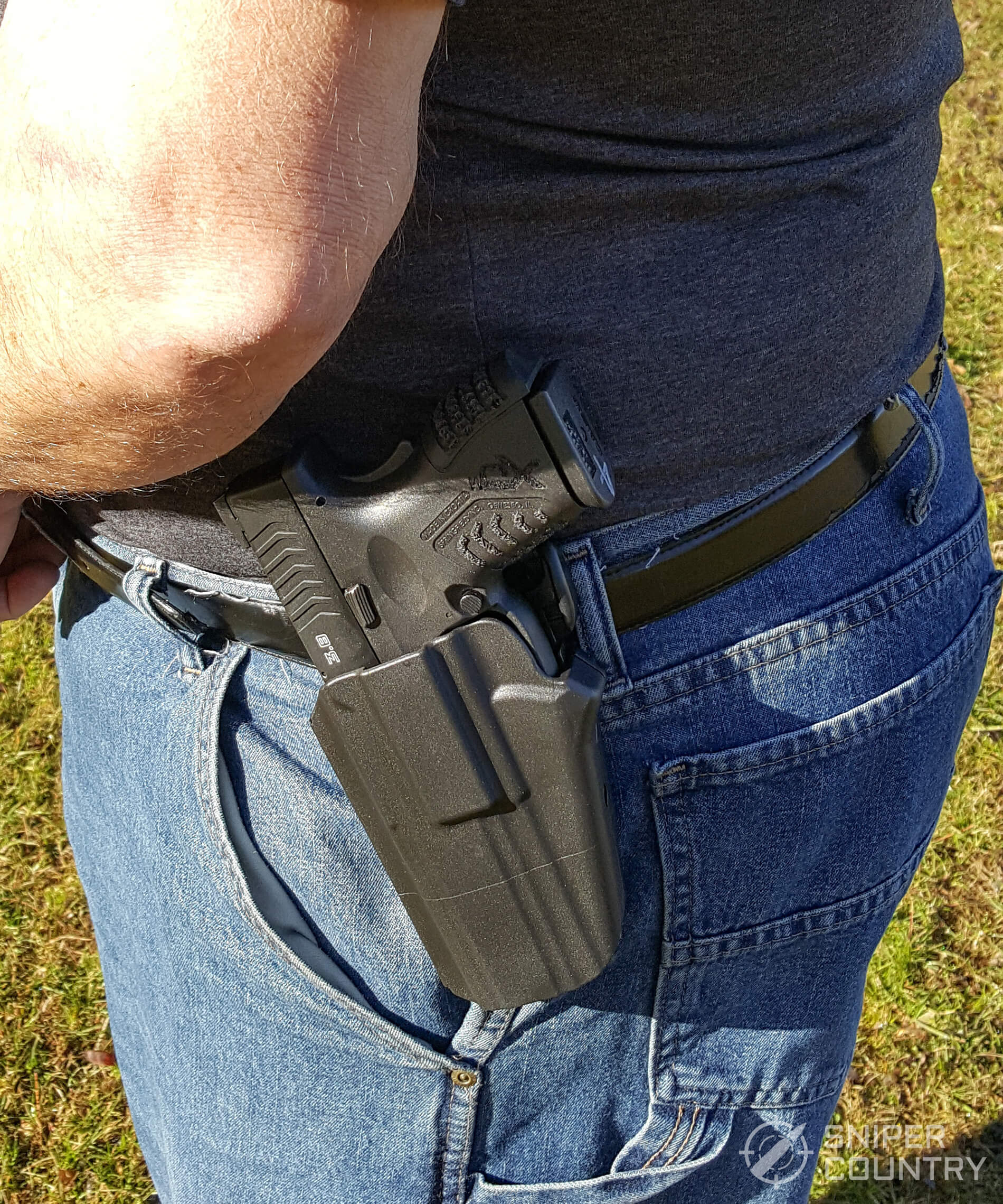Safariland 578 GLS Pro-Fit Holster gun on hip