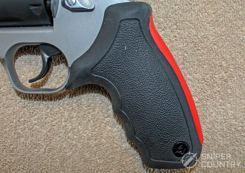 Taurus Raging Hunter grip side