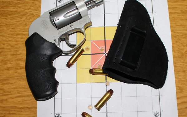 "[Review] Smith and Wesson 638 Airweight: The ""Humpback Whale"""