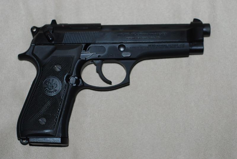 Beretta M9 vs 92FS – Comparison Beretta 92FS